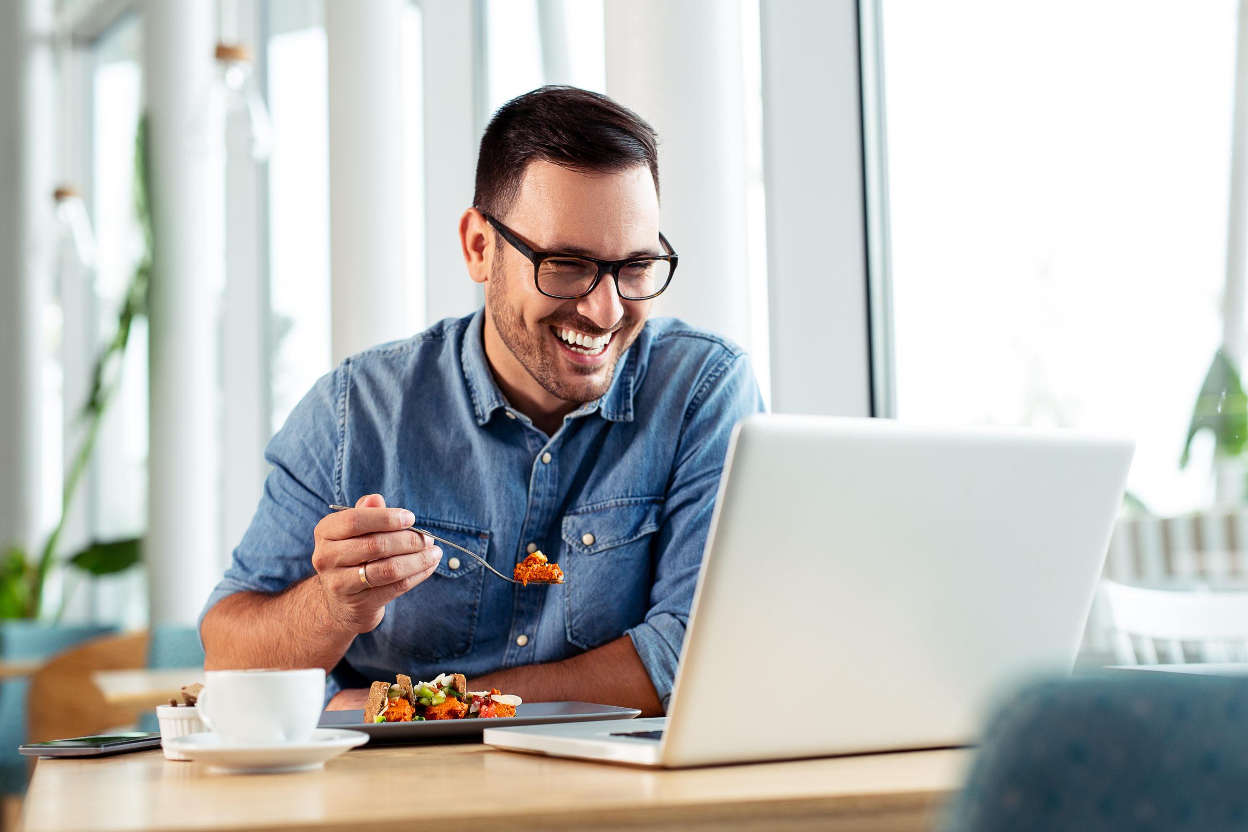 Gemeinsames Mittagessen und virtuelles Networking
